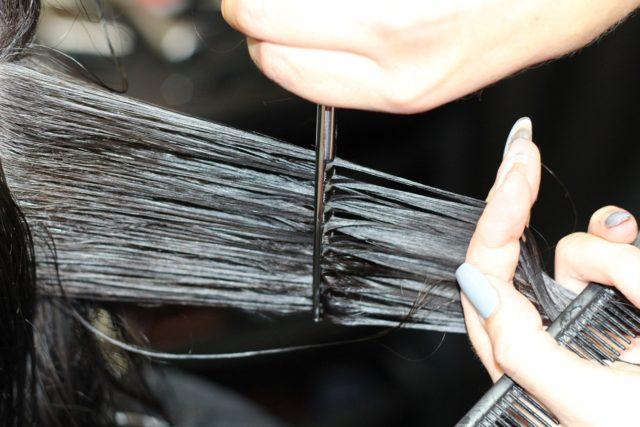 A nők sokat foglalkoznak a hajuk szépségével